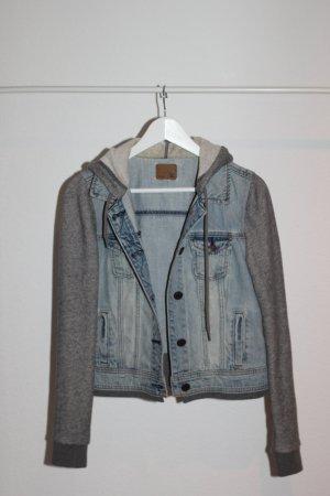 Jeansjacke mit grauen Strickeinsätzen American Eagle