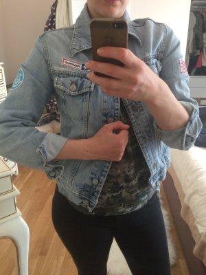 Jeansjacke mit heller Waschung