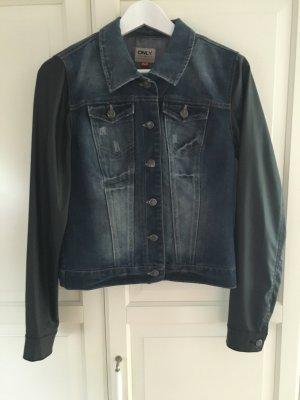 Jeansjacke mit Lederärmeln