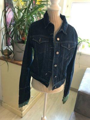 Jeansjacke mit Lederapplikationen
