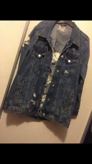 Jeansjacke mit Löchern 40
