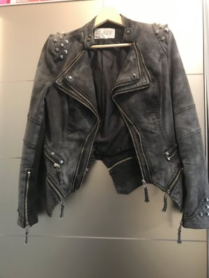 Jeansjacke mit Nieten