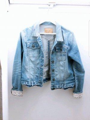 Jeansjacke mit Spitze