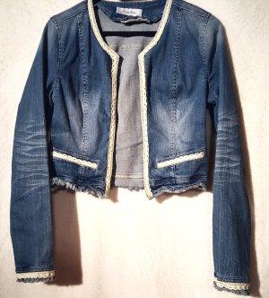 Jeansjacke mit Spitzenbesatz
