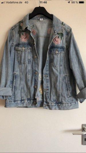 Jeansjacke mit Stickereien