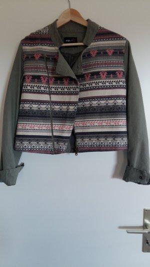 Jeansjacke mit süßem Muster