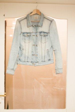Jeansjacke von Mango mit kleinem Schönheitsfehler