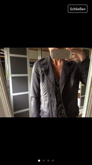 Jeansjacke von Only mit Glitzersteinchen am Rücken
