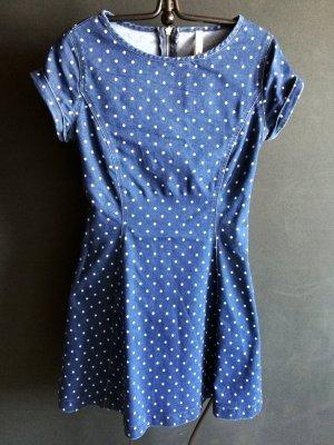 Jeanskleid mit hellblauen Pünktchen