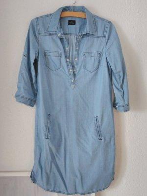 Jeanskleid mit lockerer Shiloutte