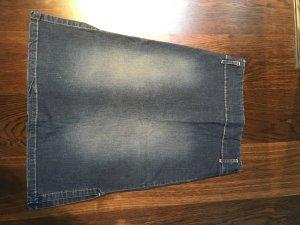 Jeansrock aus Baumwolle und mit 2% Elastananteil