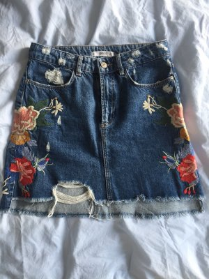 Jeansrock mit Blumenstickerei wasted look Gr. S