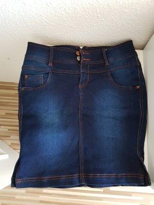 Jeansrock mit kleinen seitlichen Ausschnitten