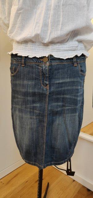 Jeansrock mit Nieten, schöne Waschung, blau, Gr 40, kaum getragen