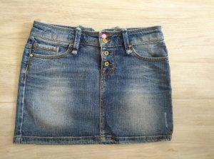 Jeansrock mit Zierknöpfen