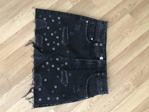 Jeansrock schwarz mit Nieten und Rissen XS von Zara