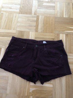 H&M Pantalón corto de tela vaquera burdeos-rojo zarzamora