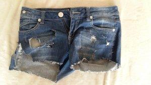 Jeansshort mit Löchern