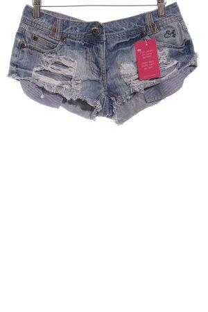 Pantalón corto de tela vaquera azul celeste look casual
