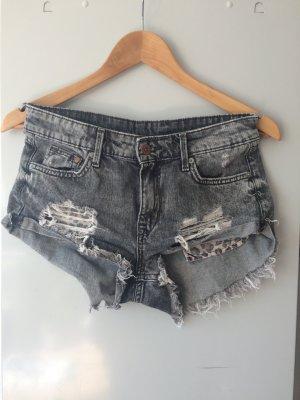 Jeansshorts in grau, zerrissen