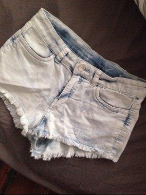 Jeansshorts in hellem blau