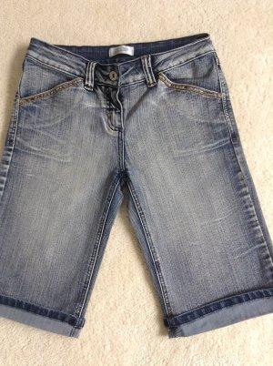 Jeansshorts / knielang / blau / Gr. 34 /36 - Pimkie