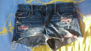 Jeansshorts mit Applikationen