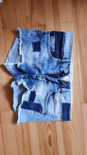 Jeansshorts mit Flicken