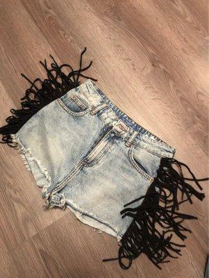 Jeansshorts mit Fransen