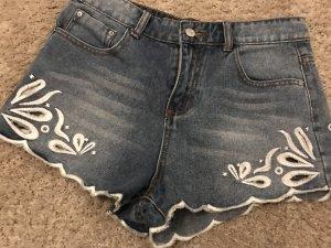 Jeansshorts mit schönen Cut-Outs