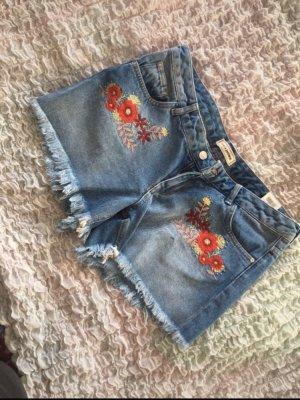 Jeansshorts mit stickmuster