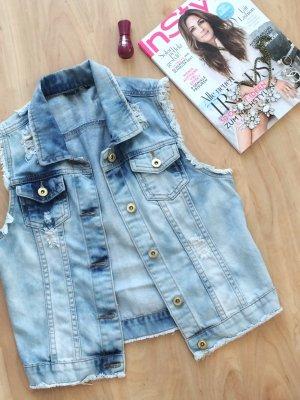 Jeansweste im Trashed Look