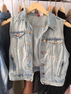 Jeansweste in hellblau