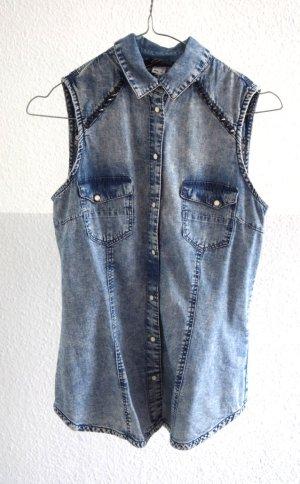 Jeansweste mit Nieten von Bershka