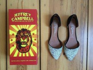 JEFFREY CAMPBELL schwarz-weiße d'Orsay Flats mit Animal-Print