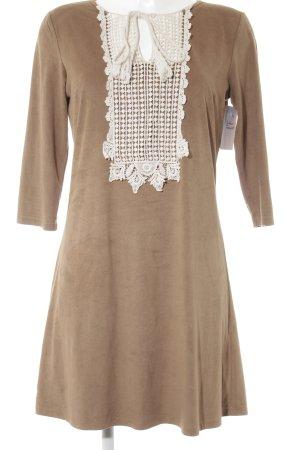 Jennifer Taylor Minikleid camel Street-Fashion-Look