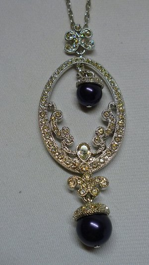 Necklace black-silver-colored metal