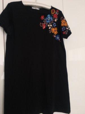 Jerseykleid mit Blumenstickerei