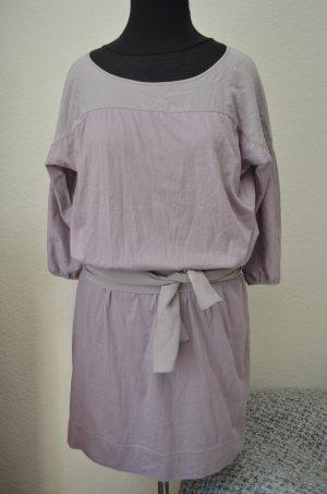 Jerseykleid mit Seidenschärpe und Seideneinsätzen