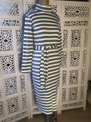 Jerseykleid mit Stehkragen geringelt
