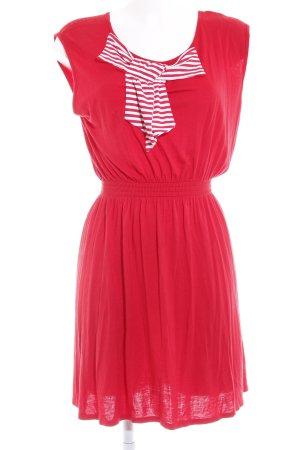Vestido de tela de jersey rojo estampado a rayas look casual