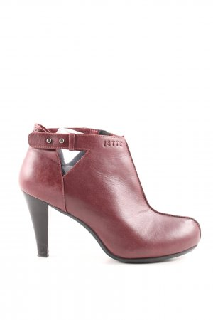 Jette Cut Out Booties red business style