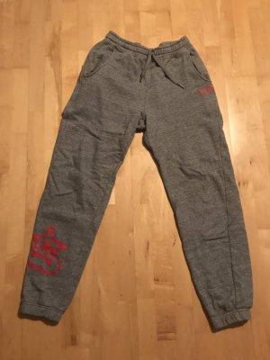 Pantalón deportivo gris oscuro-rojo frambuesa