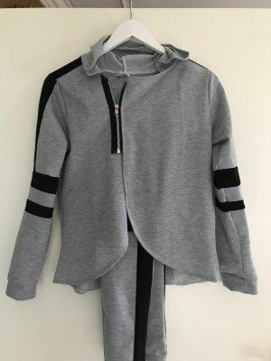 Chándal gris-negro