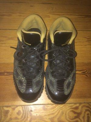 Jordan Basketball Sneaker