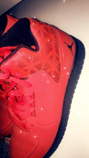 Jordan Sneaker in rot