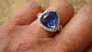 Judith Williams/HSE24 Ring rhodiniert mit tansanitfarbenem Zirkonia Triangleschliff