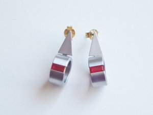 Juwelier Ohrringe Ohrhänger Edelstahl matt, gold, Swarovski Kristall rot