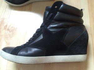 K&S Schuhe aus schwarzem Leder