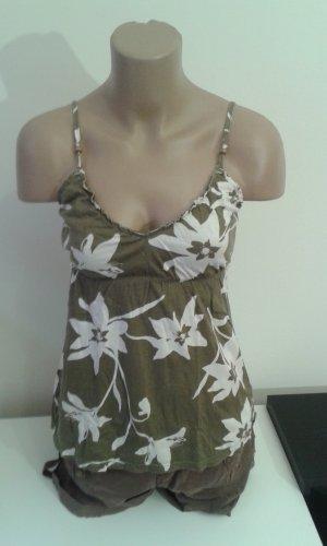 Kaki grünes Top von American Eagle mit weißen Blumen